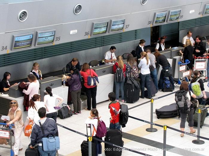 Viajar En Avión Los Hombres Que Viajan En Primera Y: Viaje En Avión Por Primera Vez... Paso A Paso